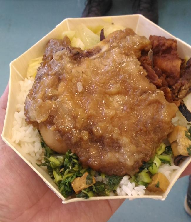 八角排骨弁当,台湾鉄道弁当